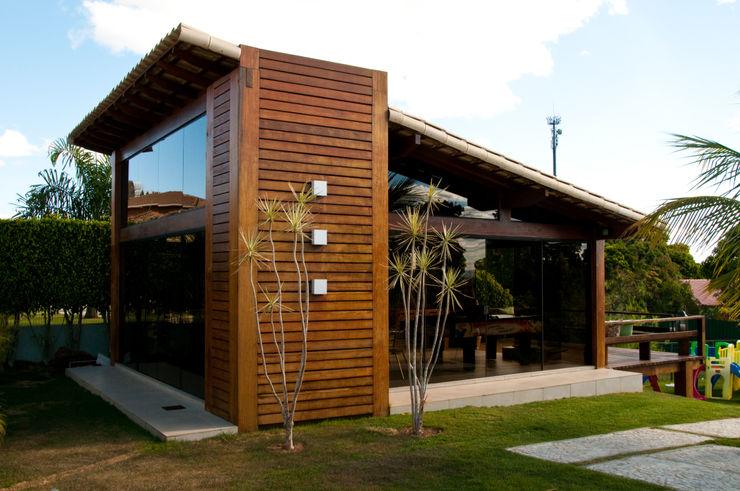 NATALIE TRAMONTINI ARQUITETURA E INTERIORES Country style houses