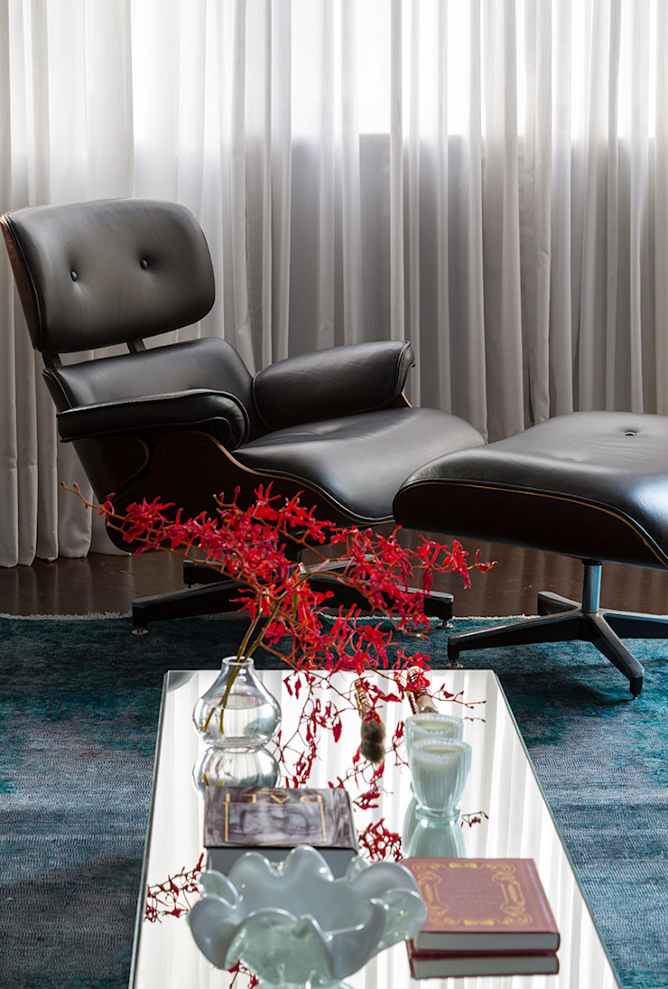 Lore Arquitetura Living roomStools & chairs