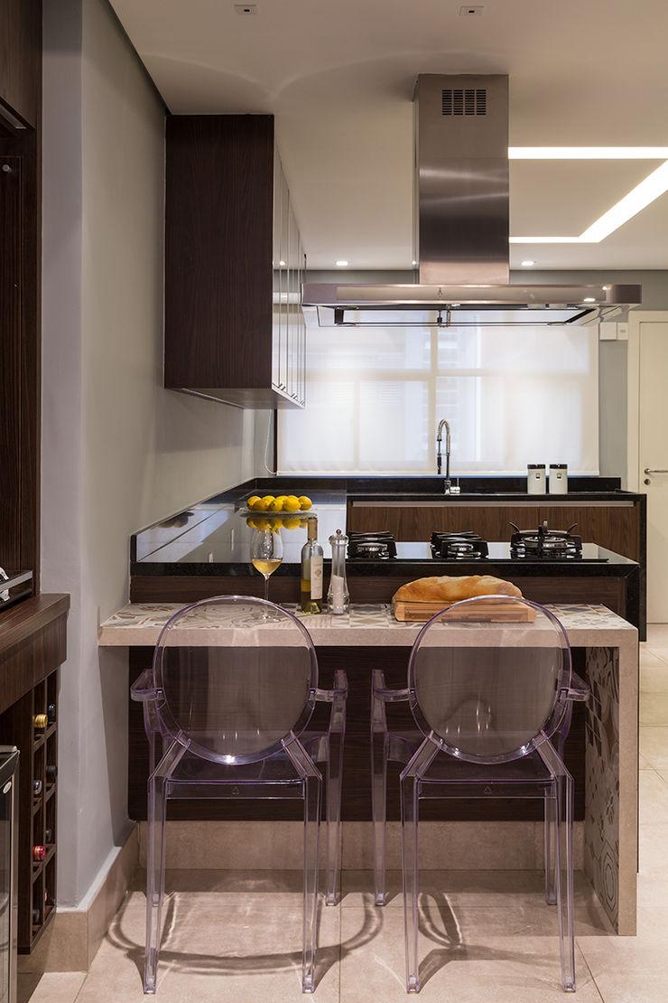 Lore Arquitetura Modern kitchen