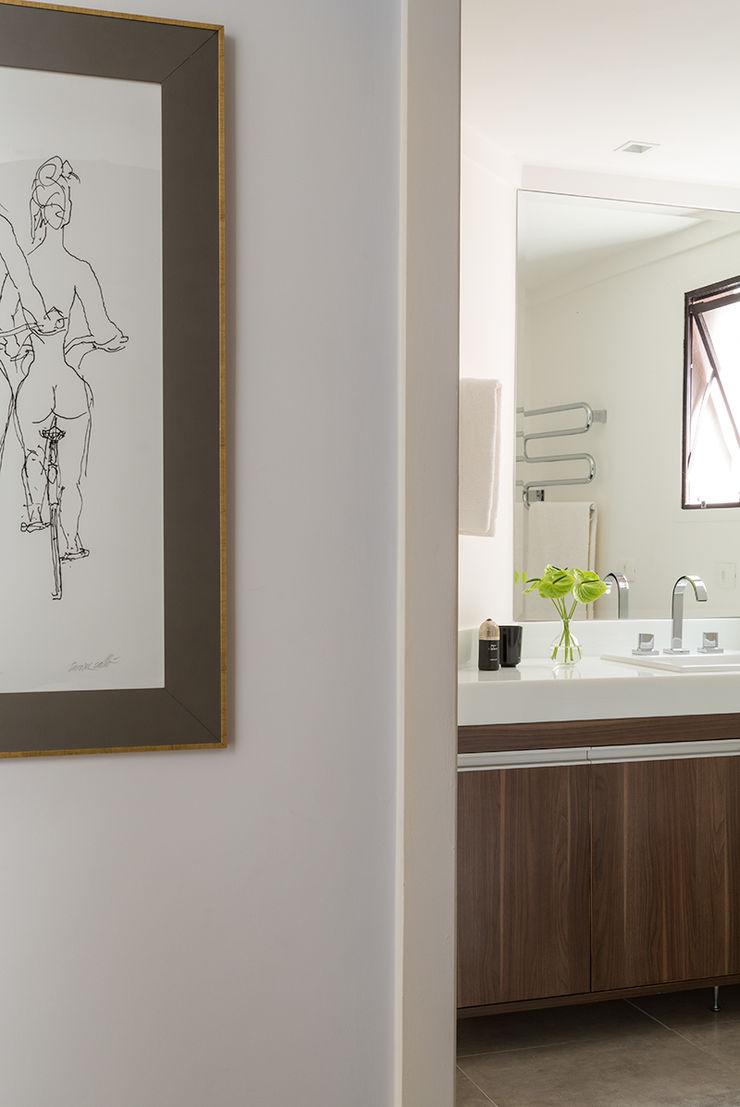 Lore Arquitetura Minimalist bathroom