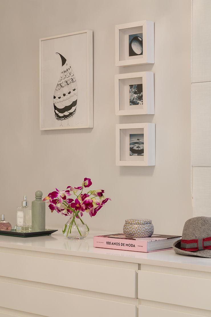 Lore Arquitetura BedroomDressing tables