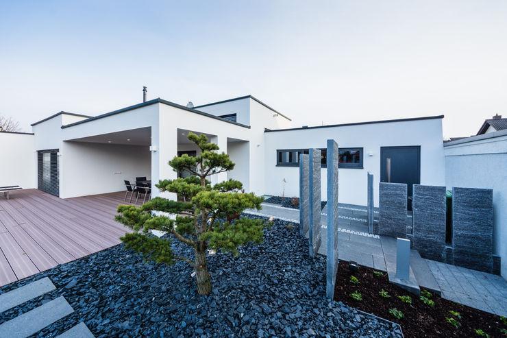 Kaskadenhaus - Einfamilienwohnhaus in Bürstadt Helwig Haus und Raum Planungs GmbH Moderner Garten