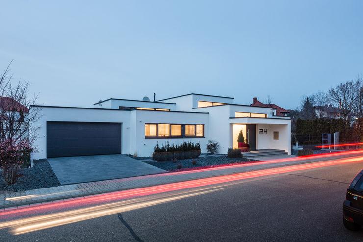 Cascade House - Single Family House in Bürstadt, Germany Helwig Haus und Raum Planungs GmbH Casas estilo moderno: ideas, arquitectura e imágenes