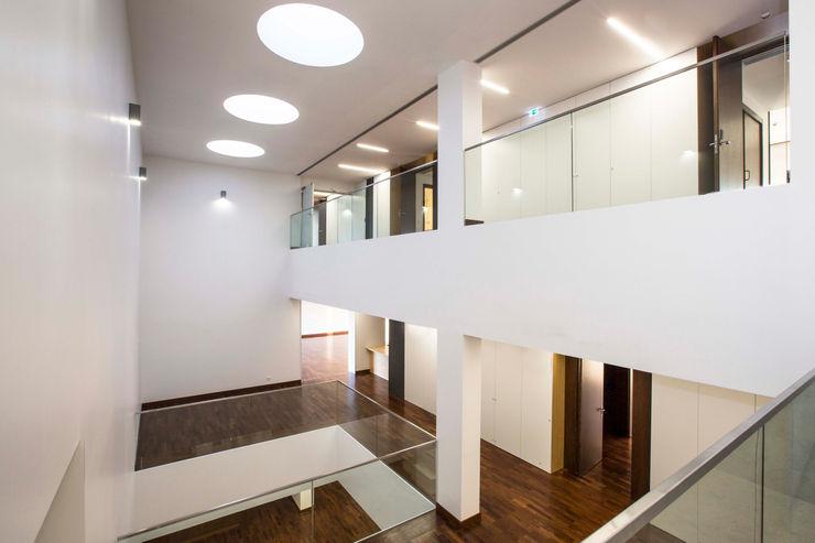 Eldery Residential Building Atelier d'Arquitetura Lopes da Costa 現代房屋設計點子、靈感 & 圖片