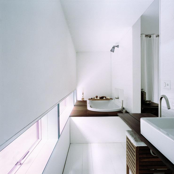 Cattaneo Brindelli architetti associati Minimalist style bathroom