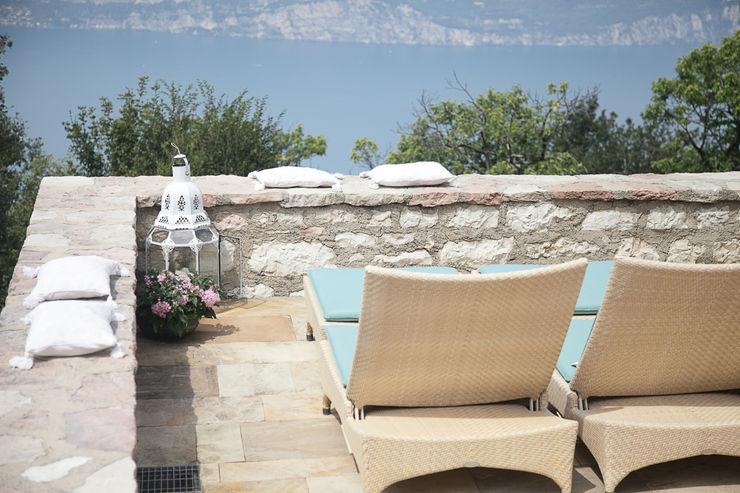STUDIO PAOLA FAVRETTO SAGL Balcon, Veranda & Terrasse modernes Pierre Beige