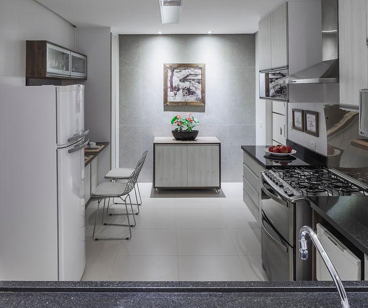 Cozinha integrada Lúcia Vale Interiores Modern kitchen