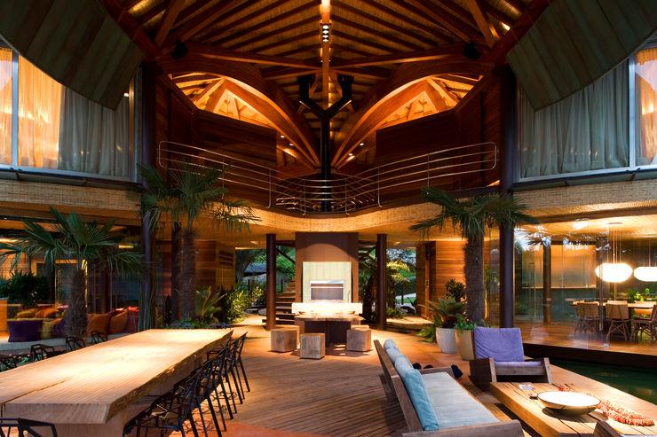Mareines+Patalano Arquitetura Livings de estilo tropical
