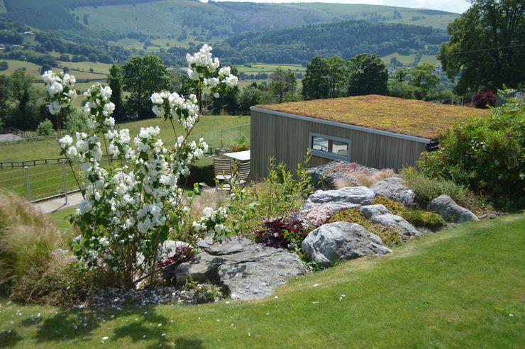 Garden Room with Sedum Room Unique Landscapes Country style garden
