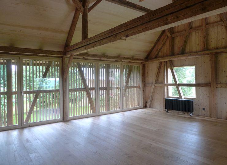 Der ehemalige Scheunenraum dient heute als Wohnraum homify Wohnzimmer im Landhausstil