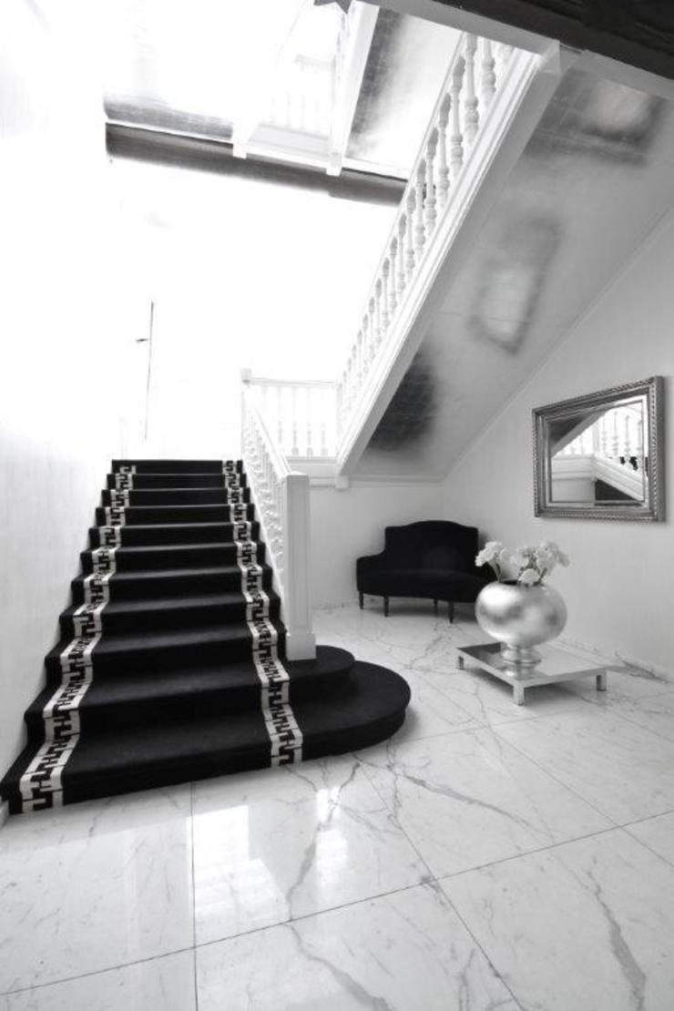 Stephanie Coutas's projects Stephanie Coutas Modern corridor, hallway & stairs