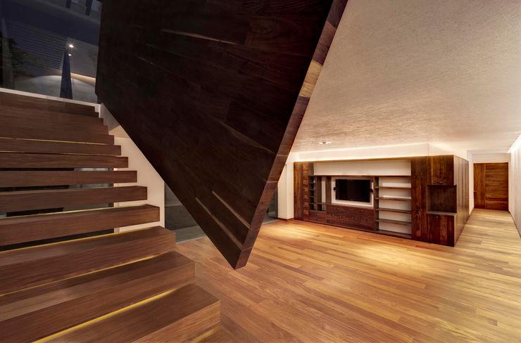 Rancho San Francisco Lopez Duplan Arquitectos Modern corridor, hallway & stairs
