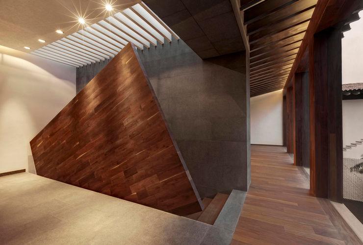 Rancho San Francisco Lopez Duplan Arquitectos Hành lang, sảnh & cầu thang phong cách hiện đại