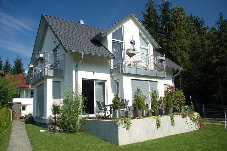 Frontansicht Terasse ENCON Baugesellschaft mbH Klassische Häuser