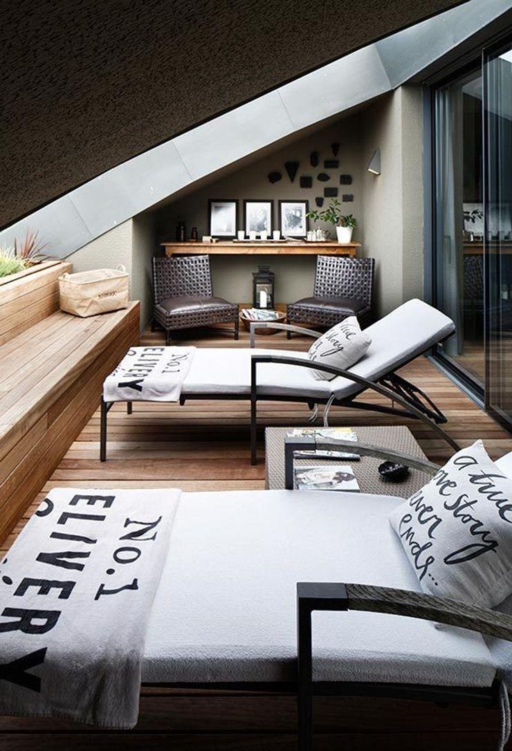 TERRACE Esra Kazmirci Mimarlik Modern living room