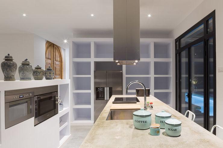 08023 Architects Mediterranean style kitchen