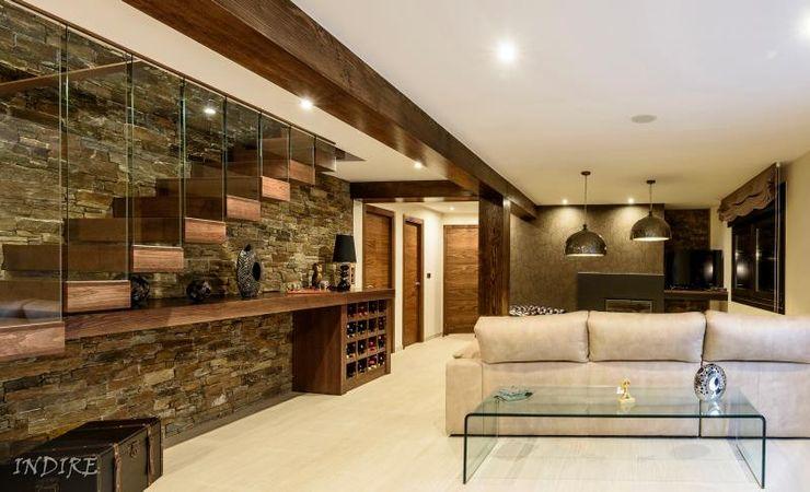 Reforma integral de vivienda Indire Reformas S.L. Salones de estilo moderno