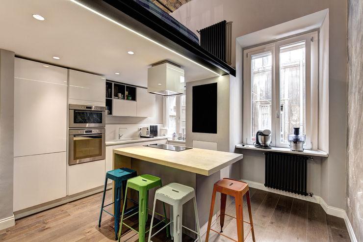 MACHIAVELLI MOB ARCHITECTS Cucina in stile industriale