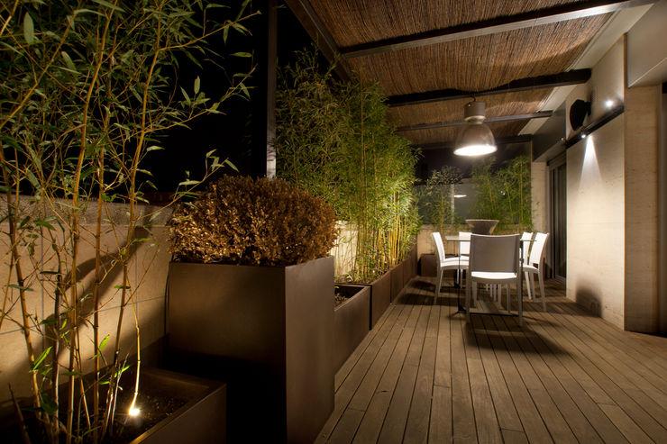 The Pont design Modern balcony, veranda & terrace
