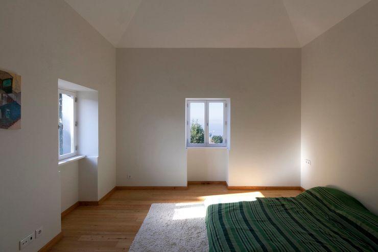 Quinta H   eco-renovation   Madeira Mayer & Selders Arquitectura Спальня