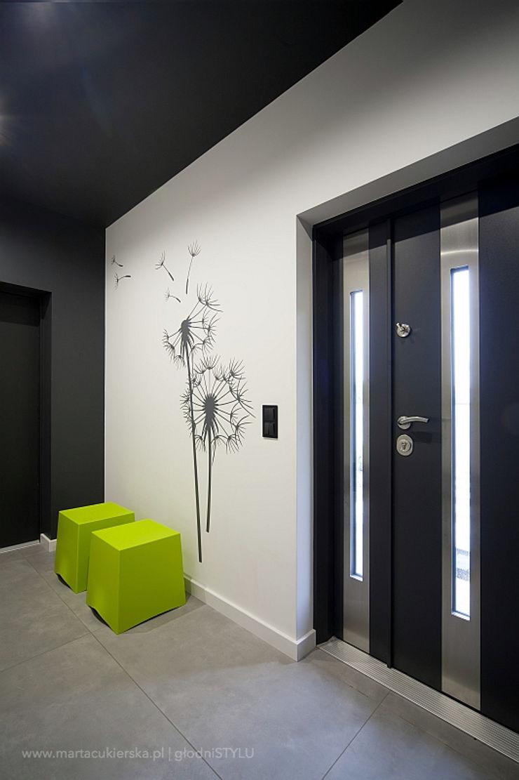 głodni STYLU pracownia projektowa Modern corridor, hallway & stairs