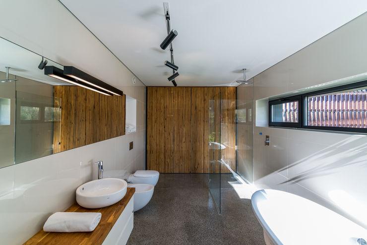KROPKA STUDIO'S PROJECT Kropka Studio 現代浴室設計點子、靈感&圖片