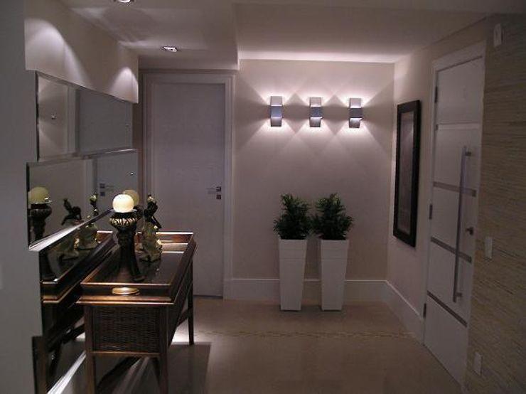 Aline Silva Arquitetura Classic style corridor, hallway and stairs