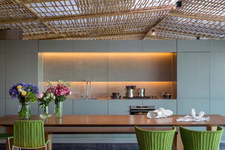 Gisele Taranto Arquitetura Modern style kitchen