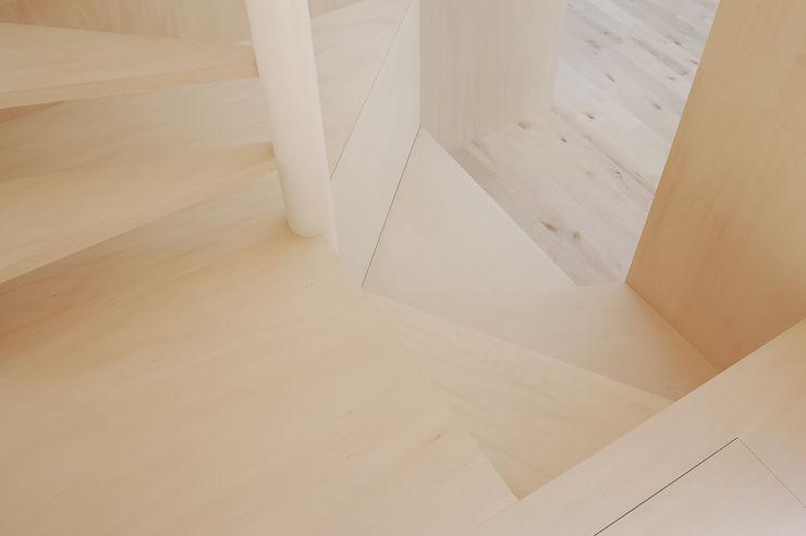 hiroshi kuno + associates Minimalistischer Flur, Diele & Treppenhaus