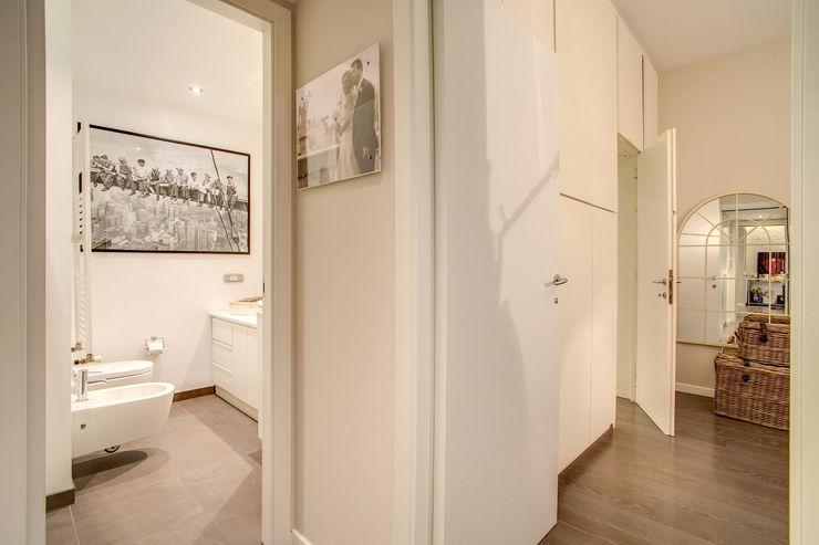 COVIELLO MOB ARCHITECTS Ingresso, Corridoio & Scale in stile moderno