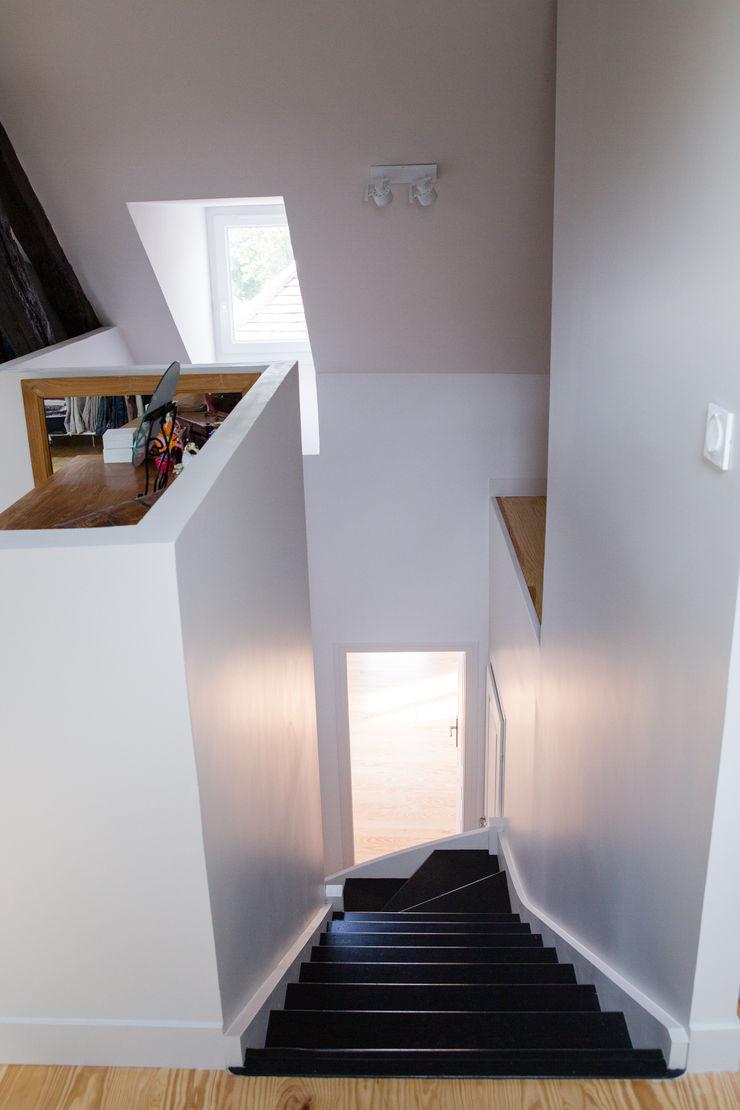 mllm Minimalistyczny korytarz, przedpokój i schody