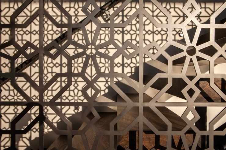 Godden Cres Dorrington Atcheson Architects Modern corridor, hallway & stairs