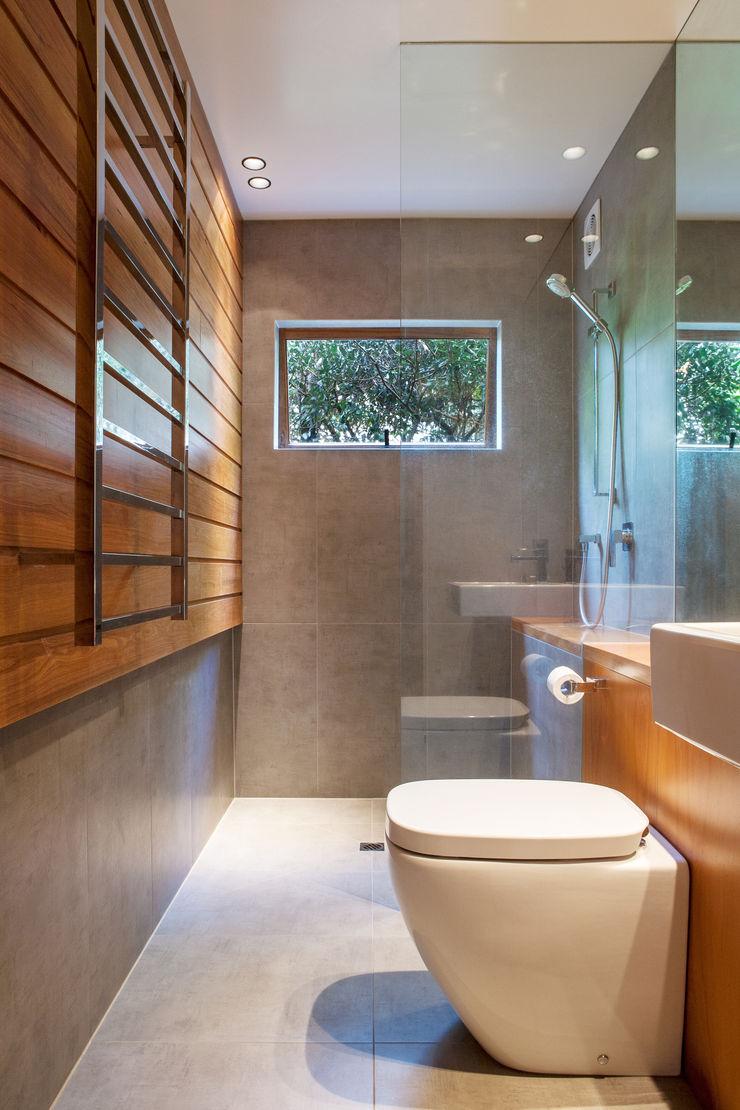 Marine Parade Dorrington Atcheson Architects Modern bathroom