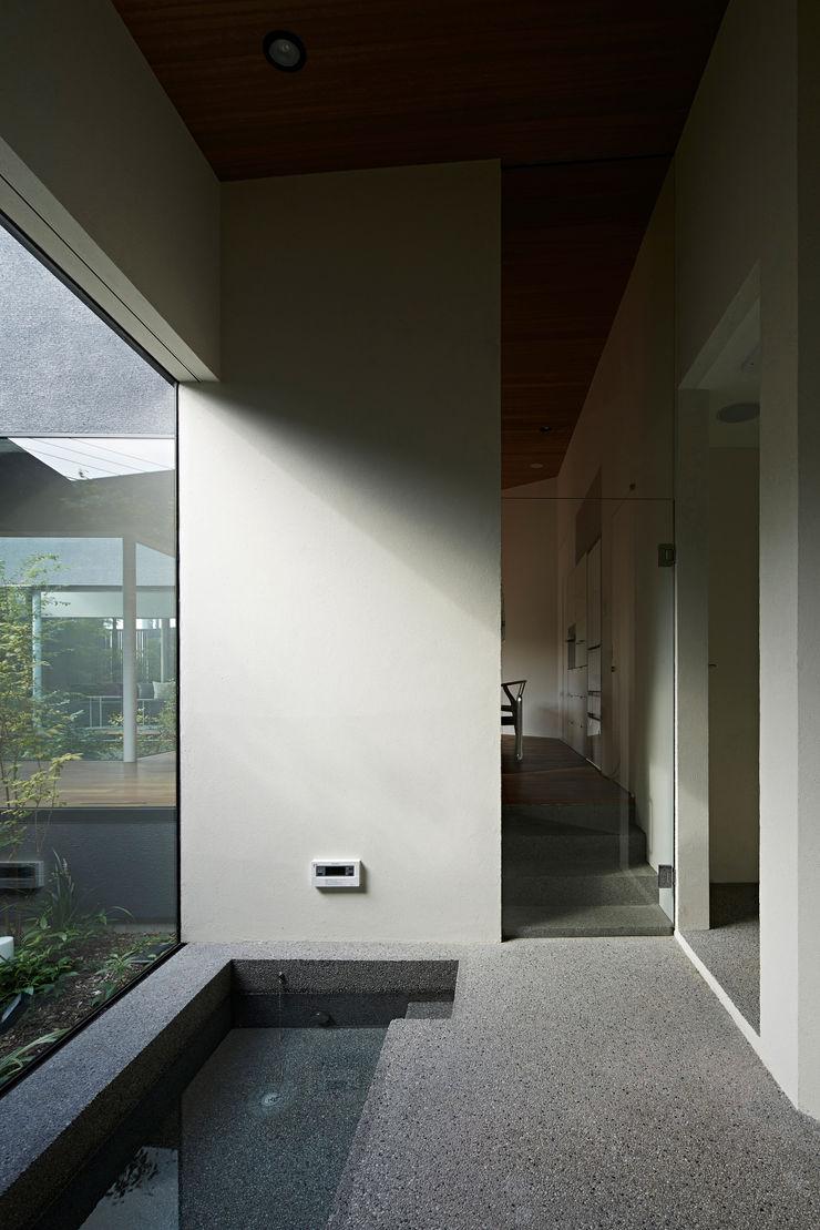 House in Higashimurayama 石井秀樹建築設計事務所 Modern Corridor, Hallway and Staircase
