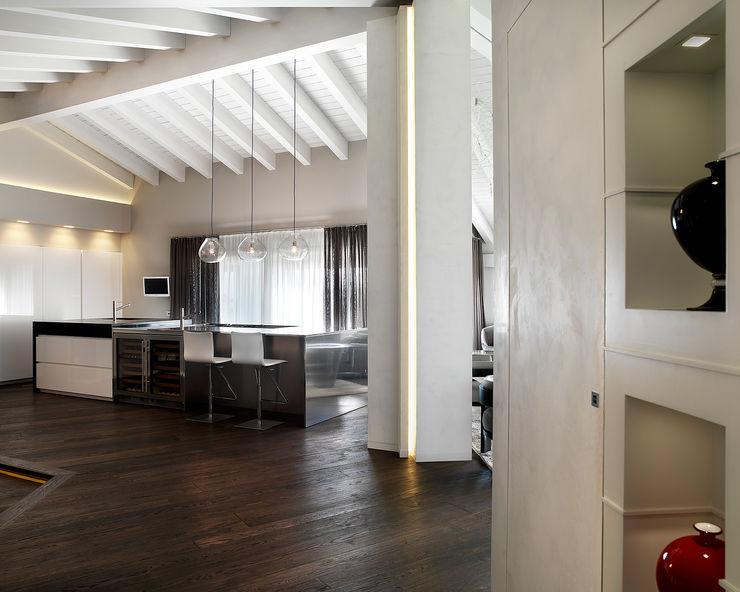 Studio d'Architettura MIRKO VARISCHI Pasillos, vestíbulos y escaleras de estilo moderno