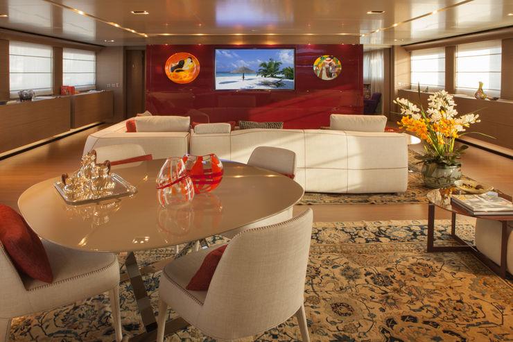 M/Y Saramour CRN SPA - YACHT YOUR WAY- Yates y jets de estilo mediterráneo