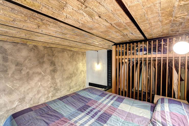 MACHIAVELLI MOB ARCHITECTS Camera da letto in stile industriale