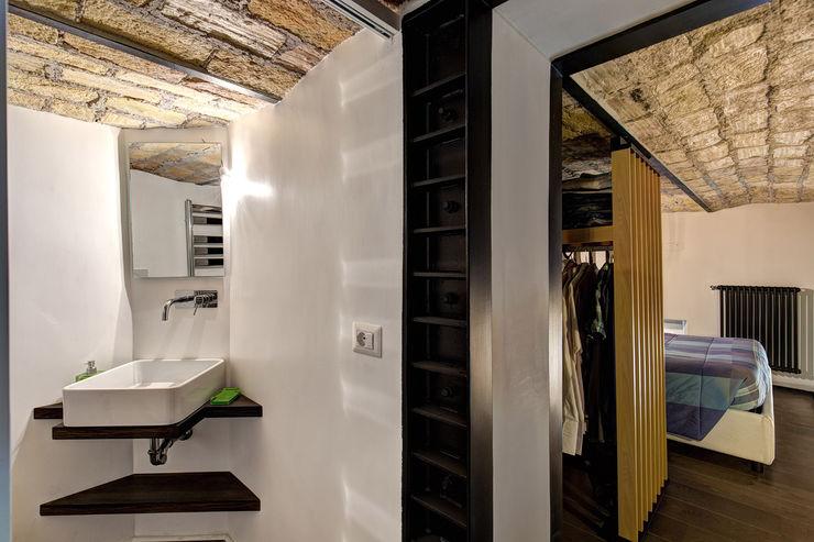 MACHIAVELLI MOB ARCHITECTS Ingresso, Corridoio & Scale in stile industriale
