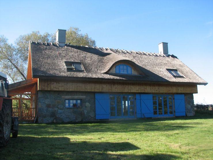Pracownia Tutaj Country style houses