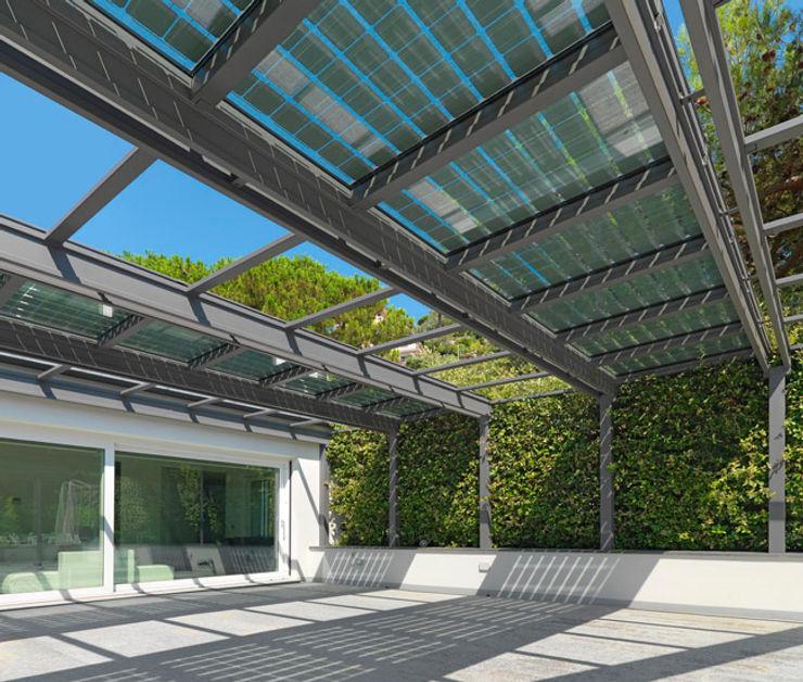 veranda FOTOVOLTAICA homify Balcone, Veranda & Terrazza in stile industriale