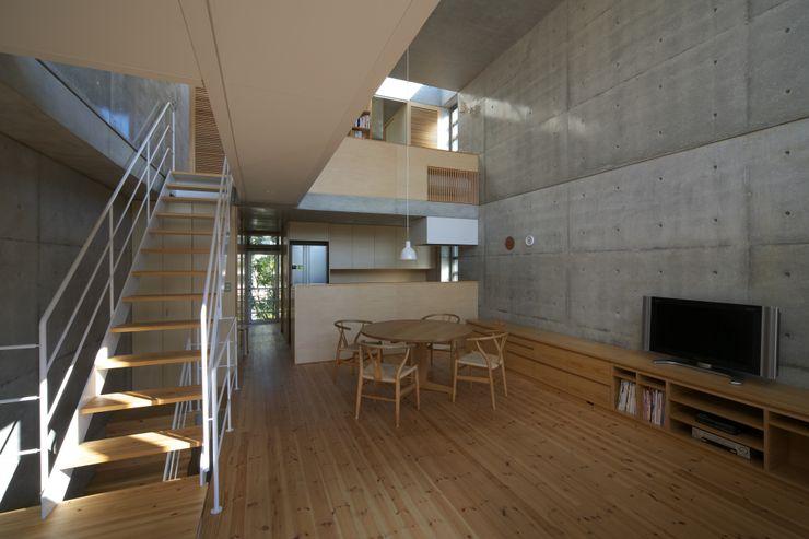 府中の住宅 佐藤重徳建築設計事務所 オリジナルデザインの ダイニング