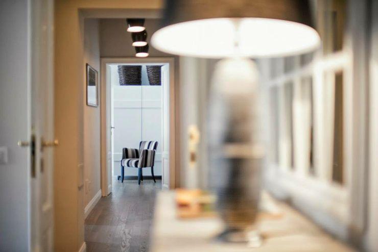 VOLTURNO MOB ARCHITECTS Ingresso, Corridoio & Scale in stile moderno