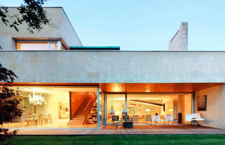 Hoz Fontan Arquitectos Balcones y terrazas modernos: Ideas, imágenes y decoración