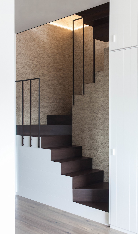 Plastudio Eclectic style corridor, hallway & stairs