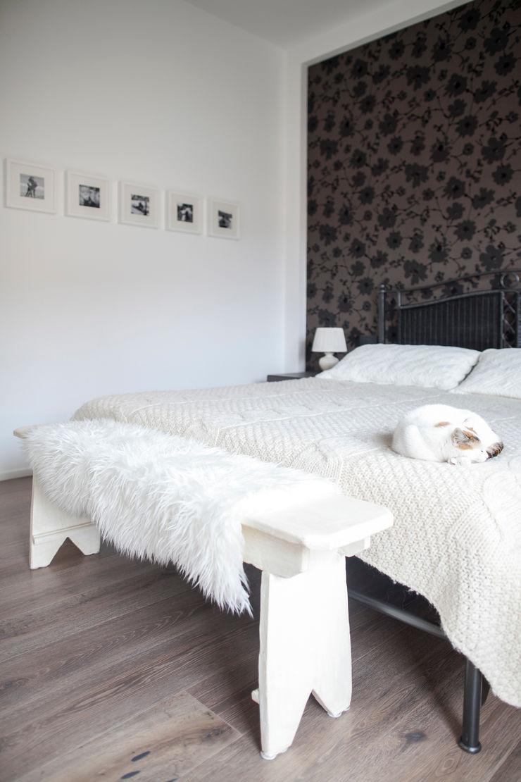 Plastudio Eclectic style bedroom