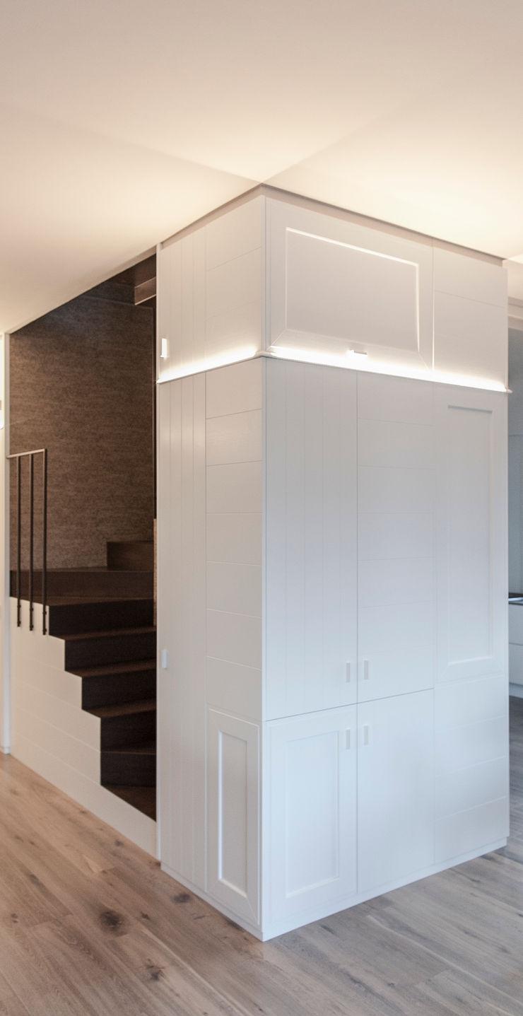 Plastudio Eclectic style walls & floors