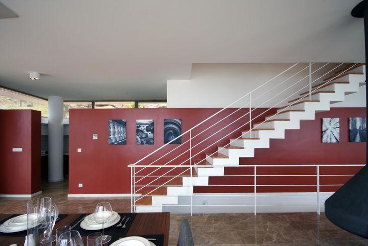 HANDE KOKSAL INTERIORS Couloir, entrée, escaliers modernes
