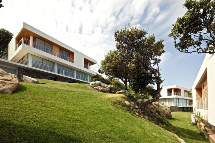 HANDE KOKSAL INTERIORS Maisons modernes