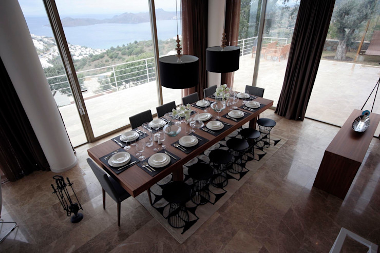 HANDE KOKSAL INTERIORS Salle à manger moderne