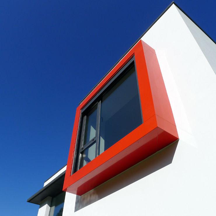 Vivienda en Fornos AD+ arquitectura Casas unifamilares Aluminio/Cinc Rojo